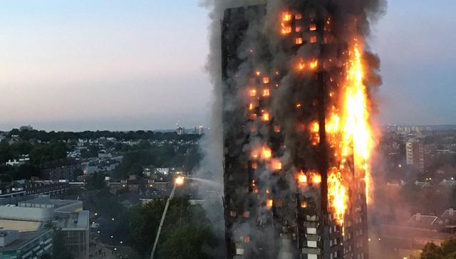 cháy chung cư tại London