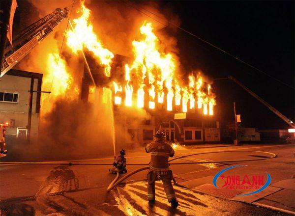hỏa hoạn thiêu rụi ngôi nhà