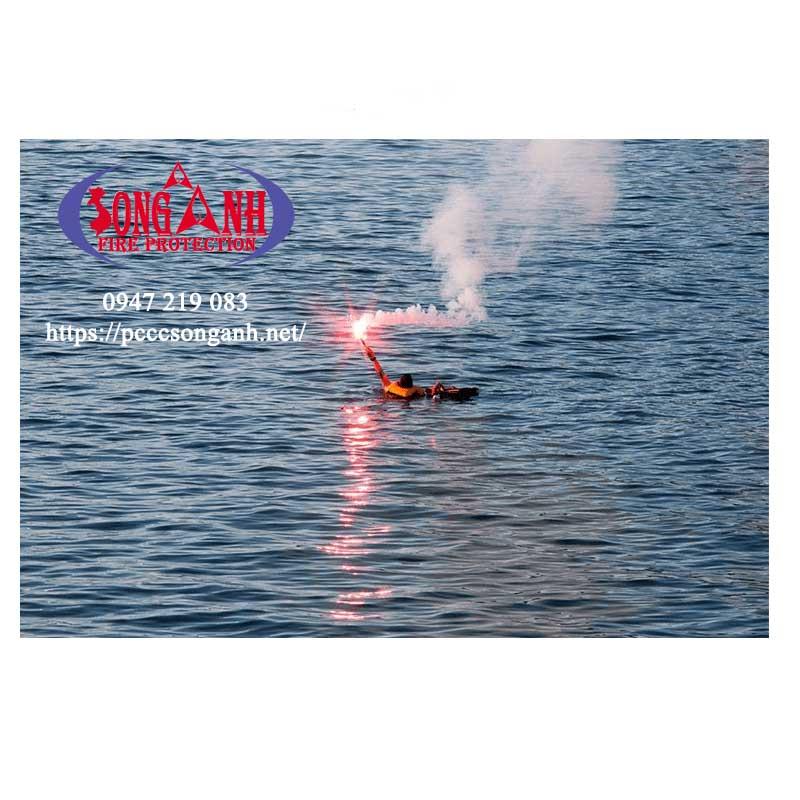 đuốc phát tín hiệu cầu cứu sử dụng trong cứu hộ cứu nạn - an toàn hàng hải